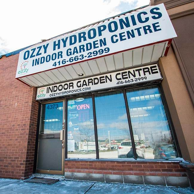 Picture of outside of Ozzy Hydroponics store